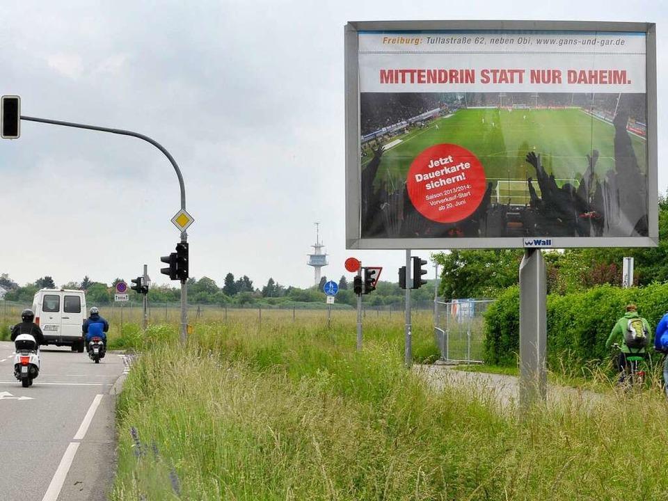 Mittendrin statt nur Daheim: Der SC wi...ßen Tafeln – auch am Flugplatz.   | Foto: Michael Bamberger
