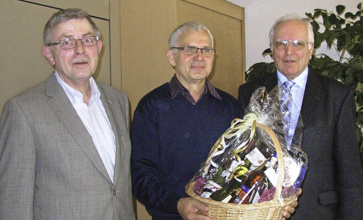 Ewald Schulz (links) und Otfrid Eckert...schieden Peter Wolf aus dem Vorstand.   | Foto: Johanna Högg