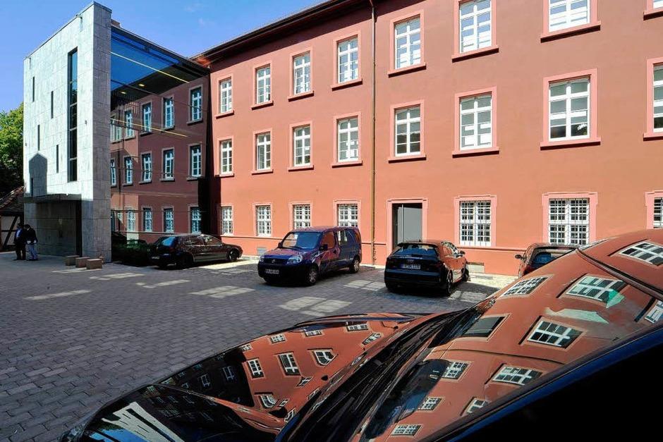 KIassisch schlichte Fassade: das Adelhauser Kloster (Foto: Michael Bamberger)