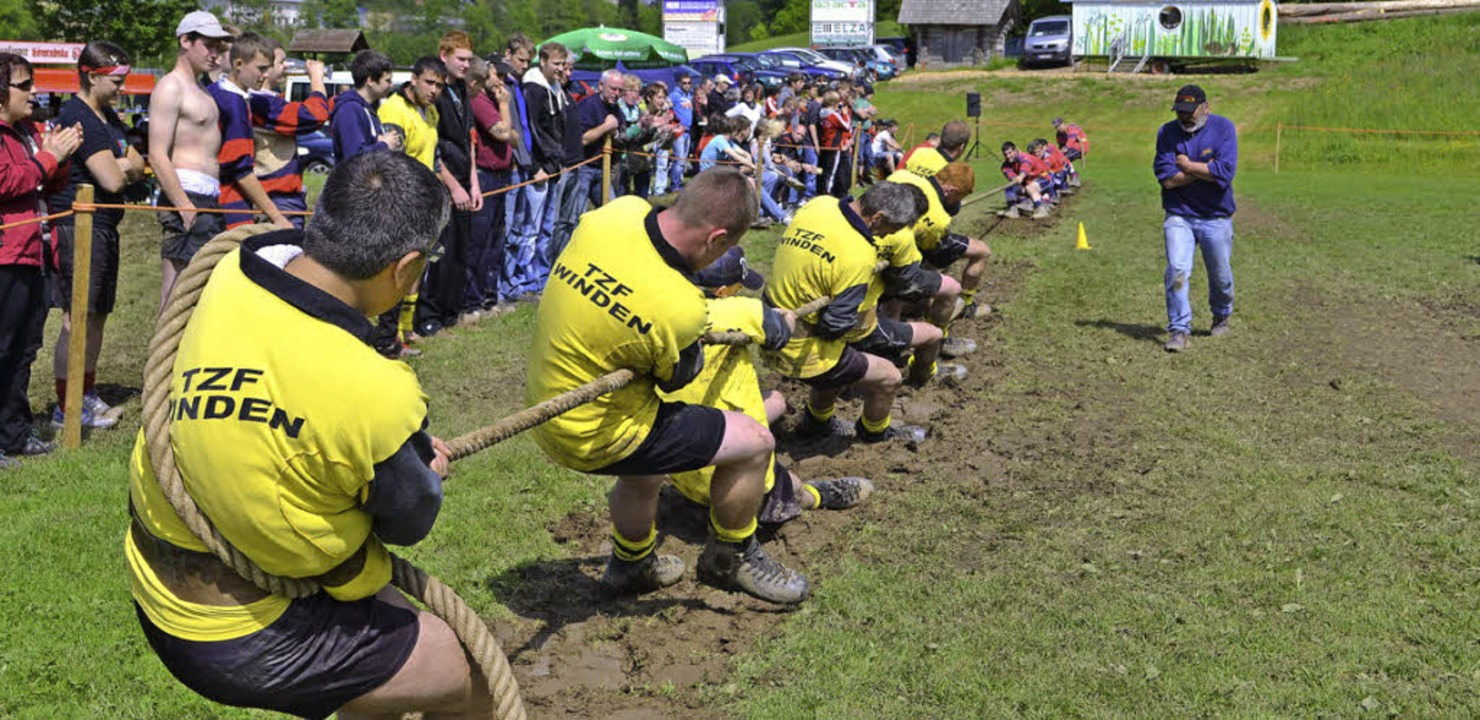Wettkampftag der Landesliga im Tauzieh...bachtal. Rechts der anfeuernde Trainer  | Foto: Nikolaus Bayer