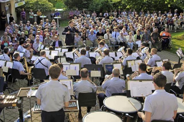 Die Musiker brachten Sonne mit, die Zuhörer Spaß an den Klängen