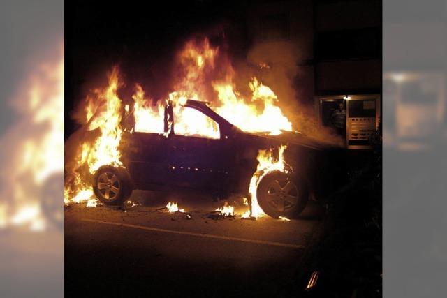 Auto brannte vollständig aus