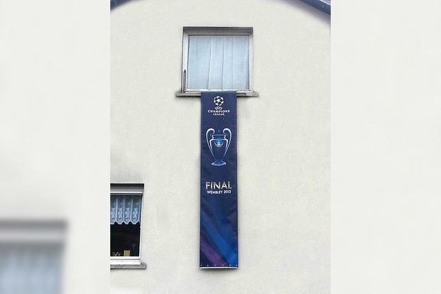 Fußballfan versteigert UEFA-Banner zugunsten der Flutopfer