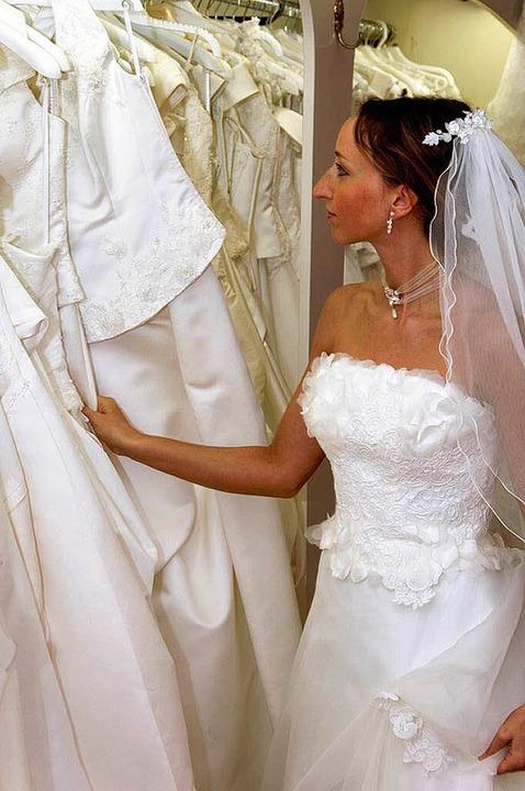 Brautkleid bleibt Brautkleid – e...st oder einer anderen Mode nacheifert.  | Foto: fotolia.com/R.-Andreas Klein