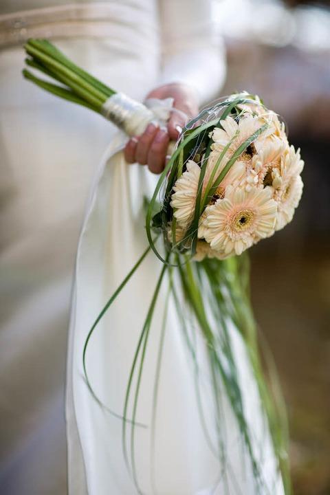 Der Brautstrauß – für Traditiona...sion dürfte er aber nicht schuld sein.  | Foto: Fotolia.com/Stefan Redel