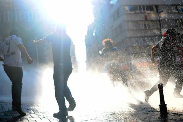 Gewalt in der Türkei geht weiter – Erdogan beschimpft Gegner