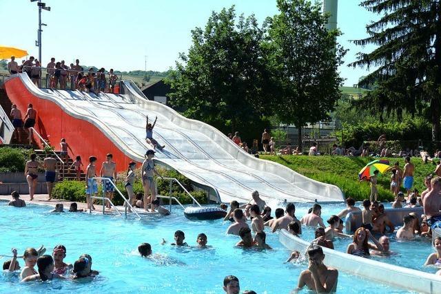 Die Saison im Parkschwimmbad ist noch nicht ins Wasser gefallen