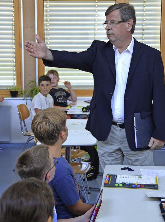 Präsident des Oberrheinrats, Willi Stä... der Mathias-von-Neuenburg-Realschule.  | Foto: Julia Jacob