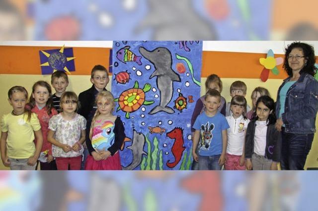 Kinder malen zur Rettung des Meers