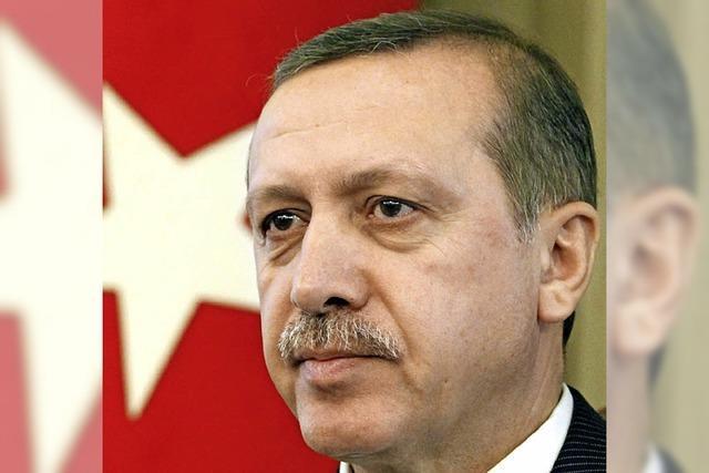 Die türkische Regierung zieht die Armee-Karte