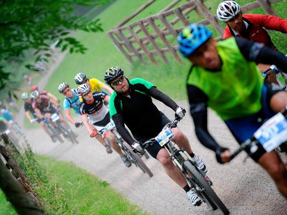 Bei Wanderern nicht immer gern gesehen: Mountainbiker im Schwarzwald.  | Foto: Seeger