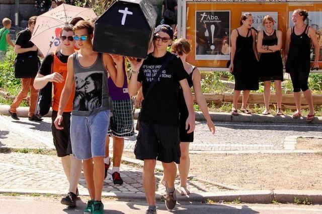 Kreativer Protest von Staufener Schülern gegen Kürzungen im Bildungsbereich