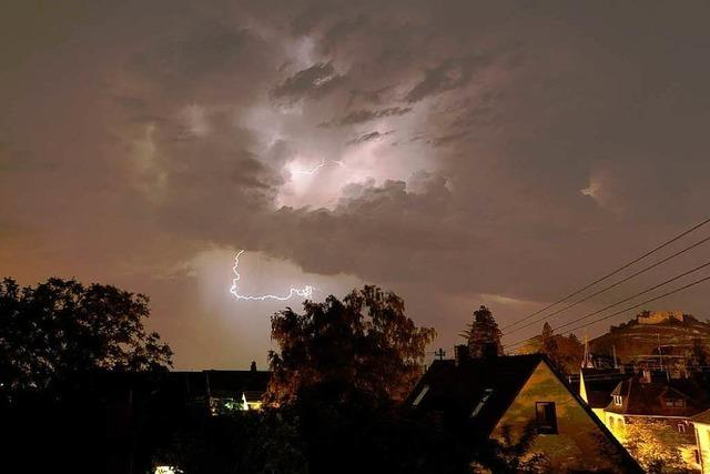 Blitze überm Kaiserstuhl sorgen für Wetterleuchten