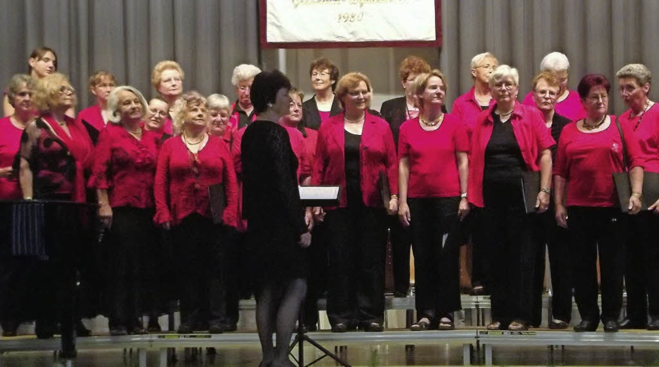 Die Haltinger Sängerinnen bei ihrem Auftritt in Grenzach-Wyhlen  | Foto: Musolt