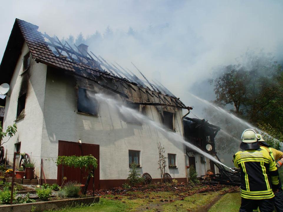 Das Anwesen in Gengenbach-Reichenbach stand in Flammen.  | Foto: kamera24.tv