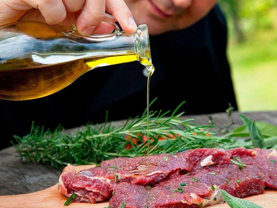 Für geschmacklichen Feinschliff sorgt eine Marinade.   | Foto: mythja/fotolia.com