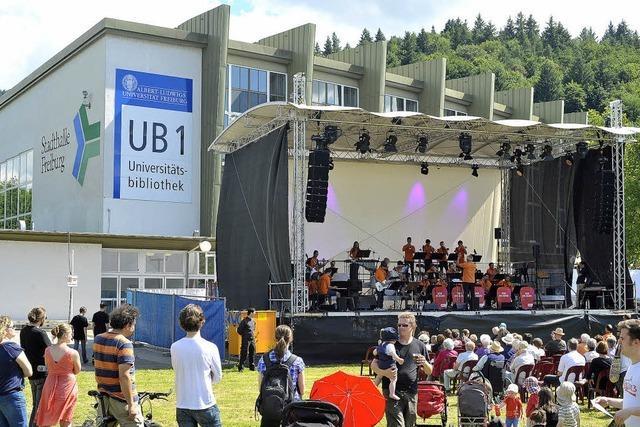Das erste Big-Band-Festival vor der alten Messehalle erlebt viel Zuspruch