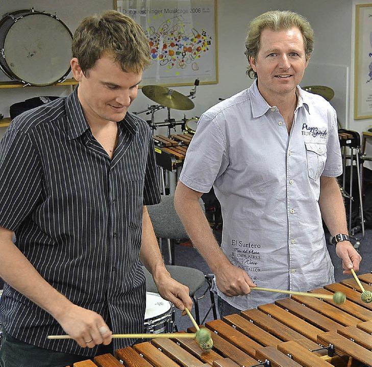 Ausnahmsweise  beide an der Marimba: J...chorer (links) und Johannes Mössinger   | Foto: dick