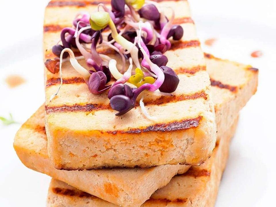 Grillspuren unübersehbar: Tofu vom Rost.     Foto: Andreas F./Fotolia.com