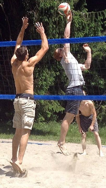 Spannende Spiele und viel Spaß gab es beim Beachvolleyballturnier in Dachsberg.  | Foto: Linda Nier