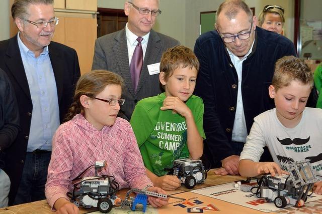 Schüler programmieren Roboter