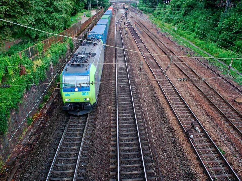 Tendenz steigend: Güterzüge im Offenburger Bahngraben.     Foto: Seller