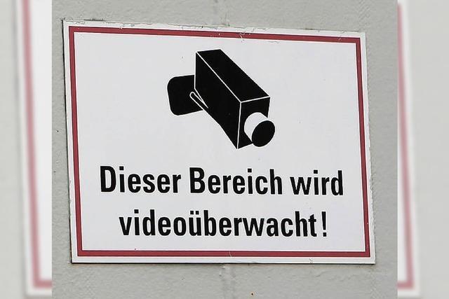 Ein Videoauge wacht über Pkw-Garagen