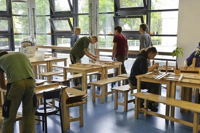 Schüler bauen für Schule