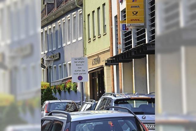 Kritik am wilden Parken vor der Post