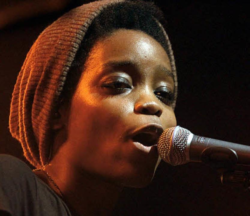 Sie trat allein im Spiegelzelt auf: Sängerin Irma    | Foto: wolfgang Grabherr