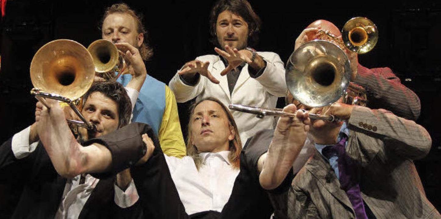 Da werden Posaunen mit den Füßen gespielt: Mnozil Brass   | Foto: Wolfgang Grabherr