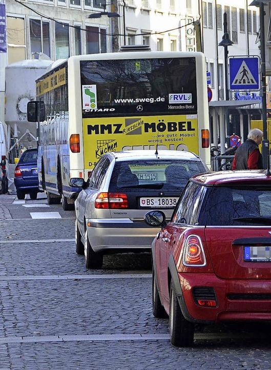 Zu viel Autoverkehr in der Innenstadt ...rte Alternativen gesenkt werden soll.     Foto: Nikolaus Trenz