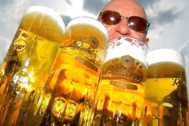 Bier, Wasser, Wein: Die Getränke zum Grillabend