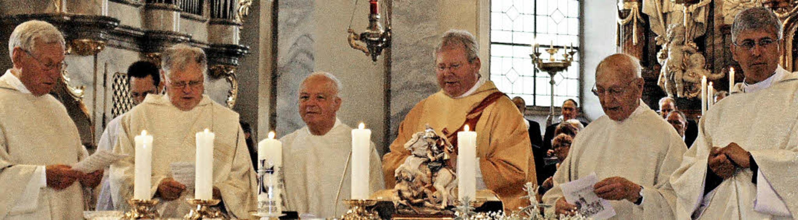 Pfarrer Josef Zimmermann, Diakon Ferdi...ttesdienst in der Wehrer Pfarrkirche.   | Foto: Michael Gottstein