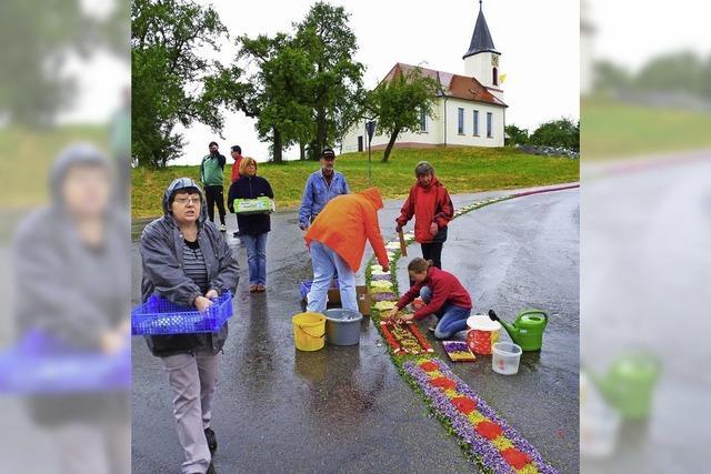 Kirchenfest mit Schirm