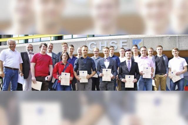 Berufsschule vergibt an Absolventen 17 Preise
