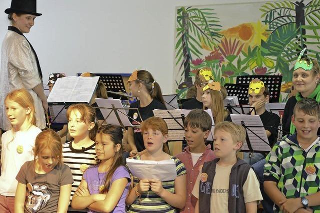 Fagott und Saxophon brüllen im Zoo-Orchester
