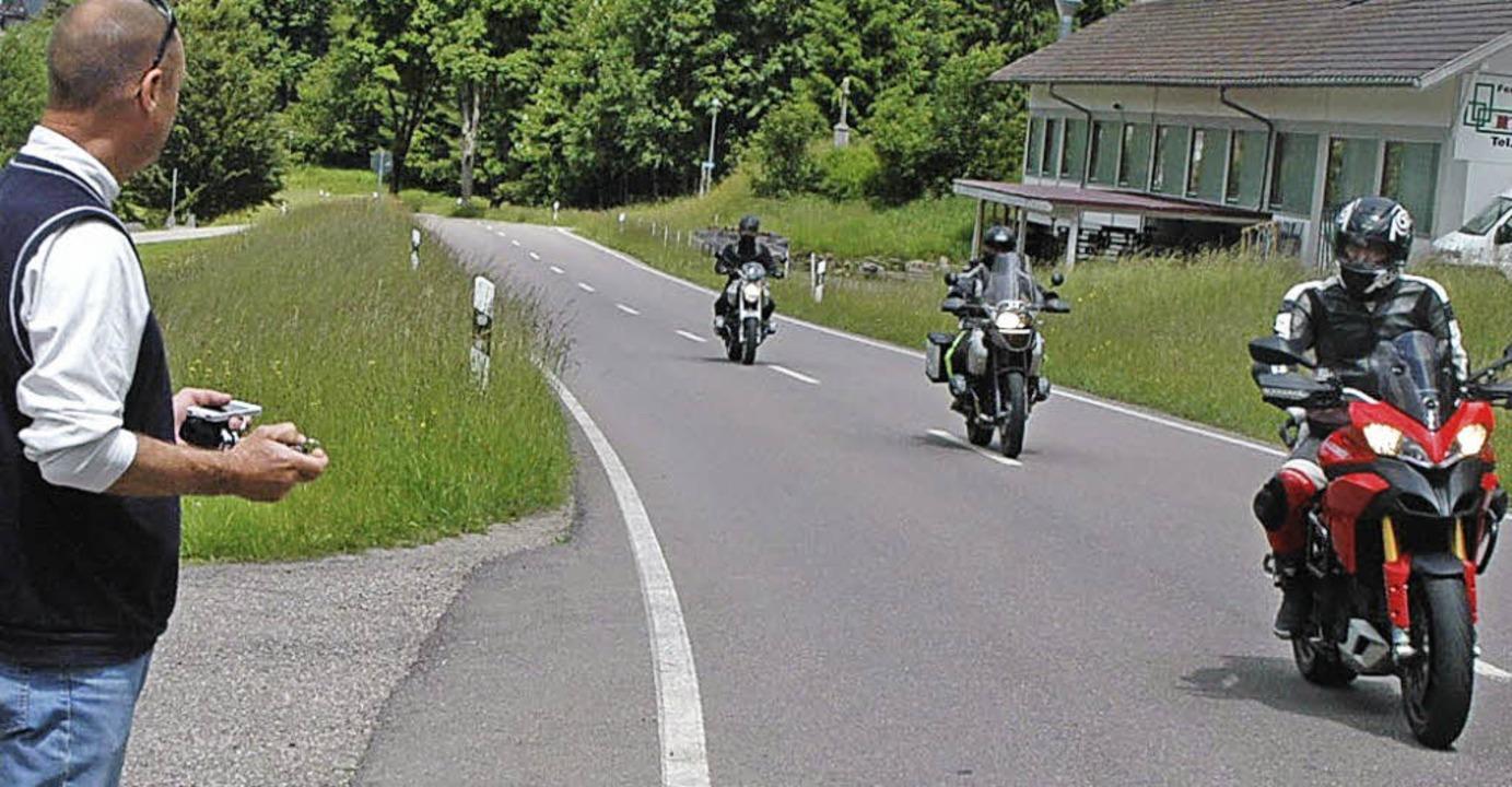 Weniger Verkehr als erwartet herrschte..., wie Jörg Oehler (links) feststellte.    Foto: Christiane Sahli