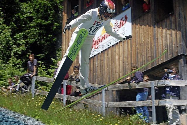 Matthias Mark von der SZ Breitnau springt am weitesten