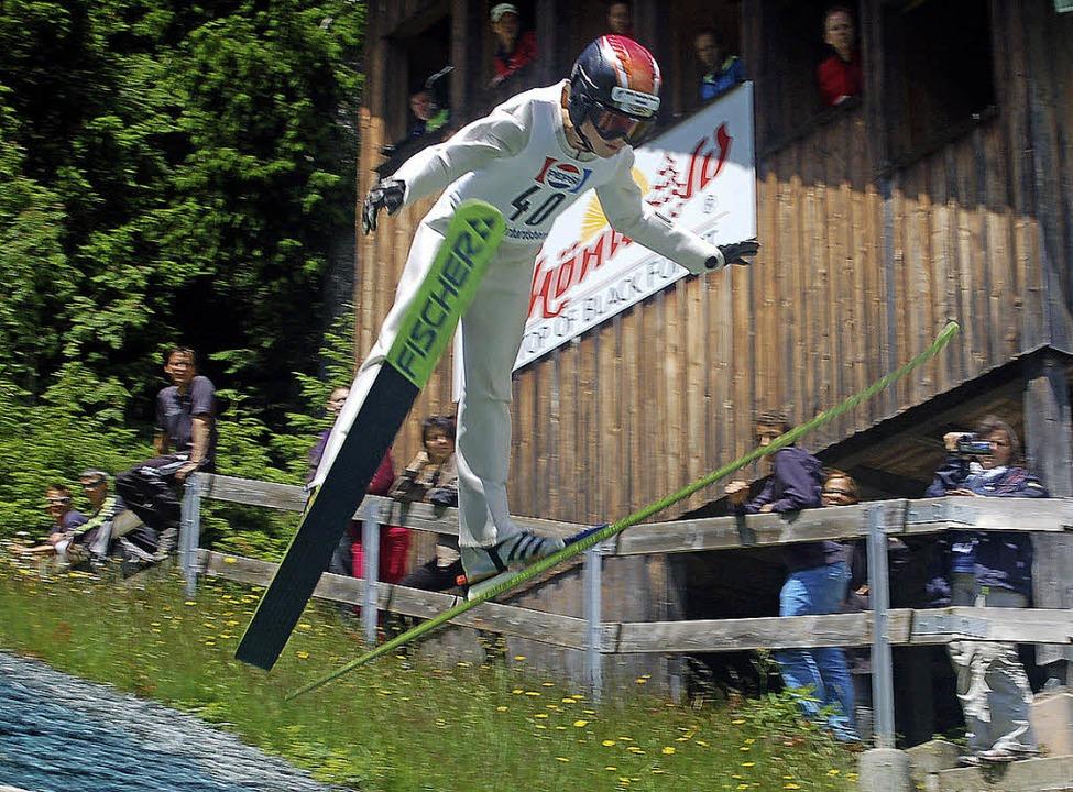 Matthias Mark gewann das Springen der offenen Schülerklasse S13 in Schönwald.     Foto: Junkel