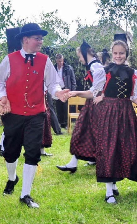 Die Kinder und Jugendlichen der Tracht...efenhäusern zeigten verschiedene Tänze  | Foto: S. Pichler