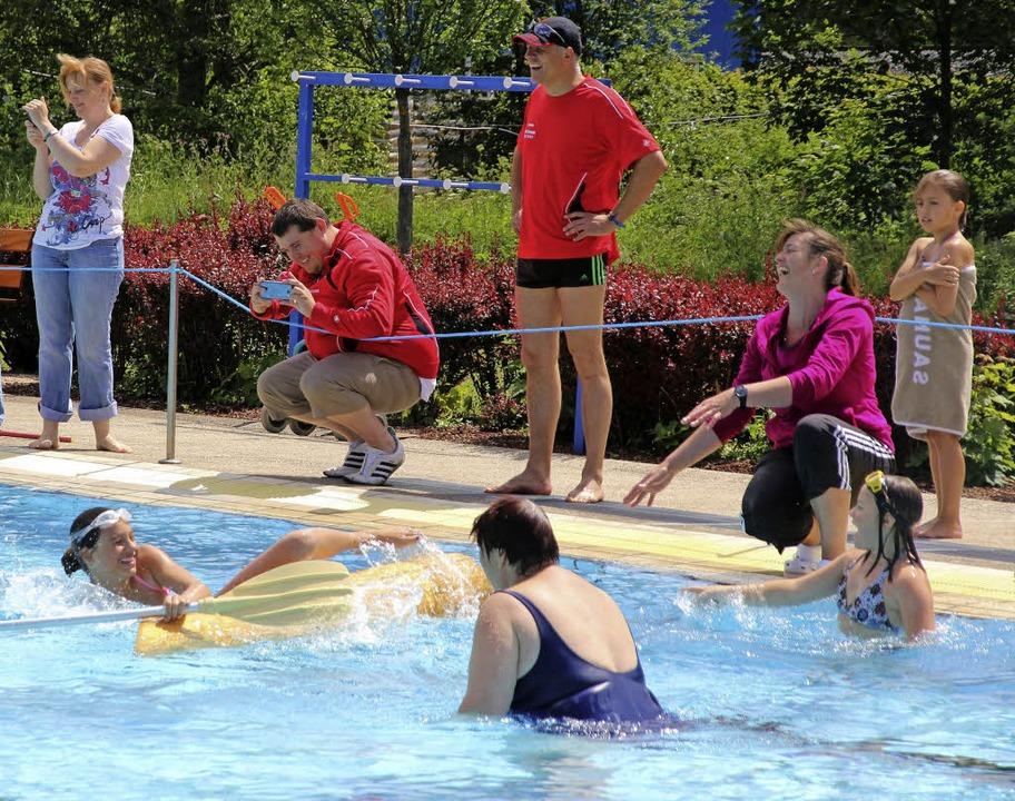 Spaß im Wasser und viel zu lachen an Land bot das Freibadfest in Neustadt.  | Foto: Eva Korinth, akh