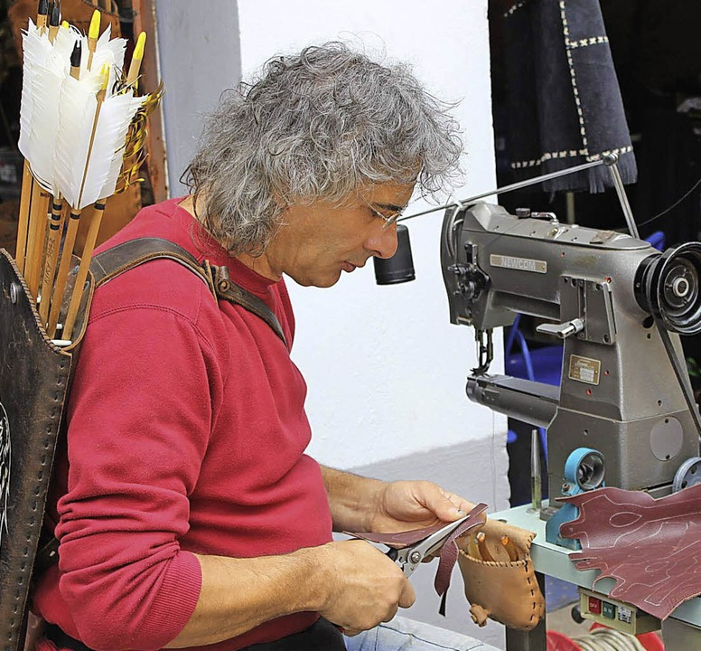 80 Händler  zeigten   Bogen und Messer.   | Foto: Brichta