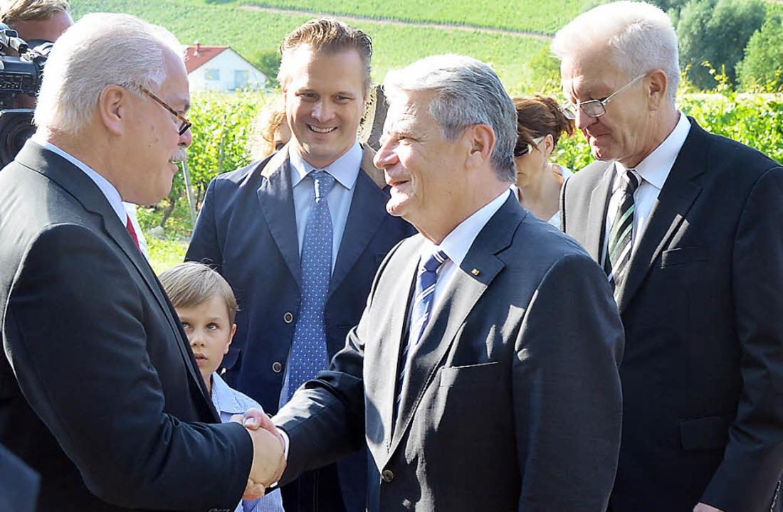 Vogtsburgs Bürgermeister Gabriel Schwe...retschmann in Oberrotweil willkommen.   | Foto: benjamin bohn