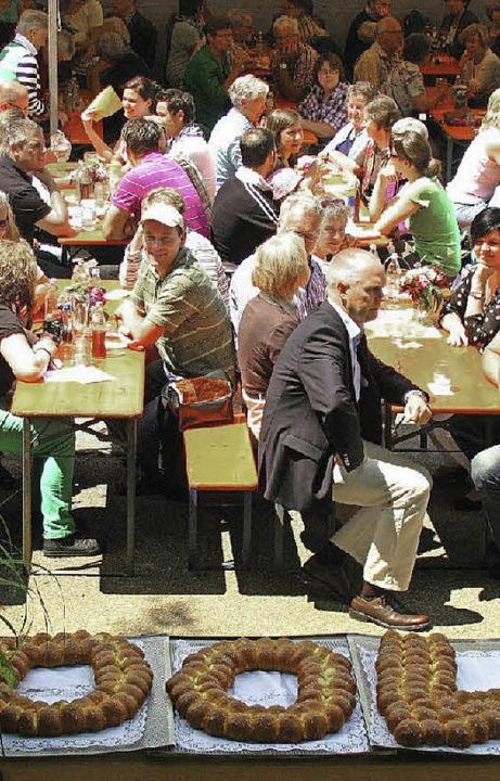 Kein Gast musste beim 100-jährigen Jubiläum Hunger oder Durst leiden.  | Foto: Manfred Lange