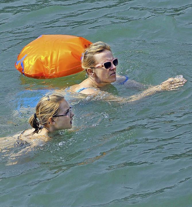 Das Rheinschwimmen richtet sich an sichere Schwimmer.   | Foto: gra