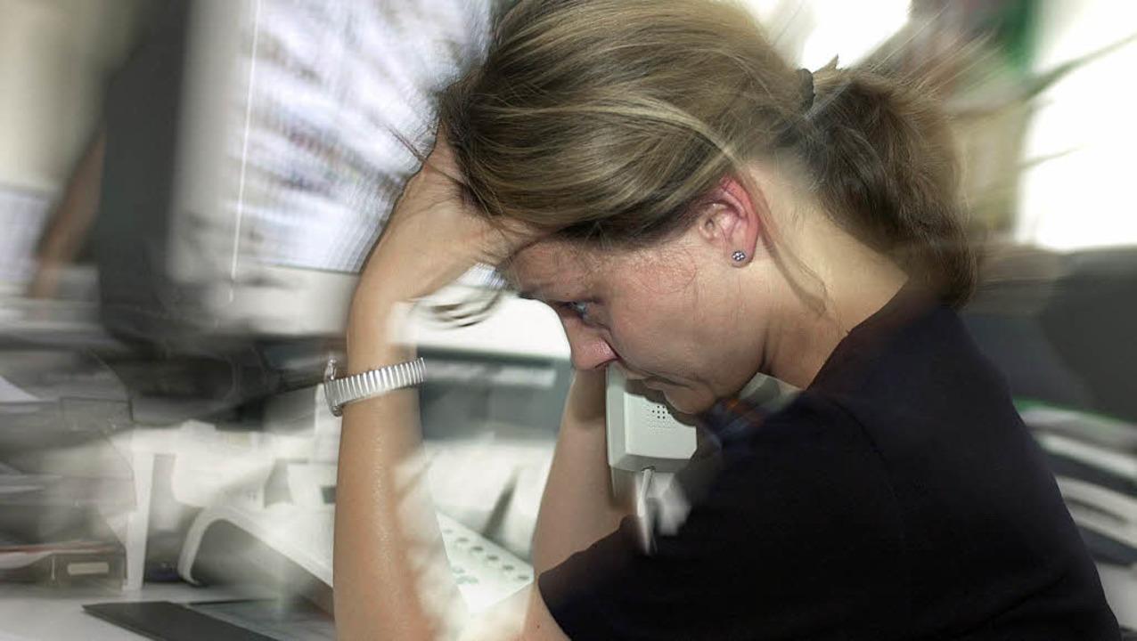 Wenn die Arbeit zu viel wird, kann sie krank machen.   | Foto: gms