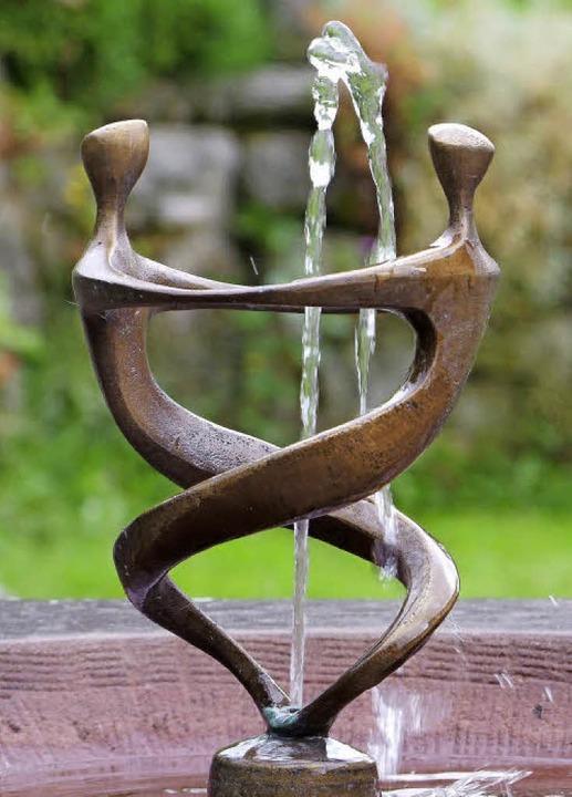 Typisch Scheurer ist diese geschwungene Brunnenskulptur.  | Foto: Martina David-Wenk