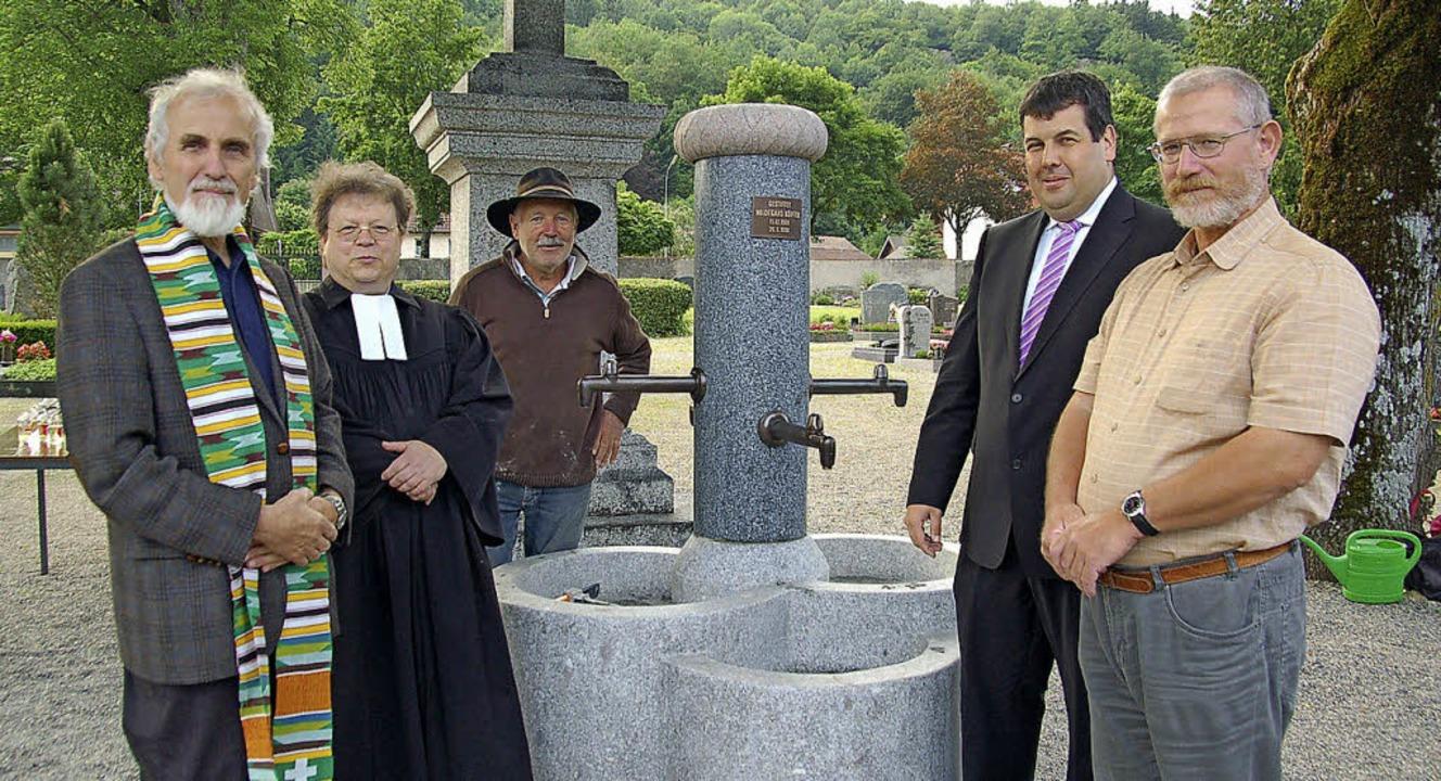 Segnung und Einweihung des neuen Brunn...dhofsgärtner Otto Rombach (von links).    Foto: Ulrike Jäger