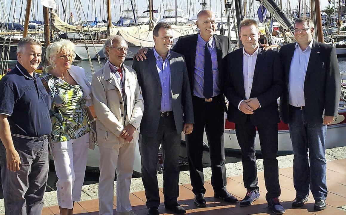 Treffen am Hafen (linkes Bild von link...archi (Sanary) und Michael J. Schmid.   | Foto: Stadtverwaltung/Feuerwehr
